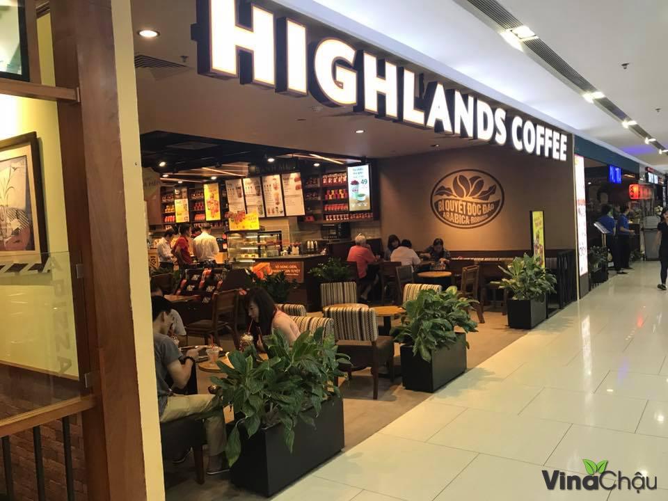 Trồng cây xanh tại High Land Coffee