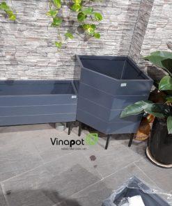 Chậu gỗ nhựa vát góc ban công Vinapot